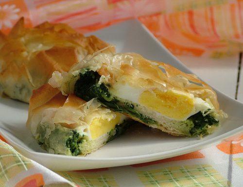 Fagottini croccanti con uova e gamberi