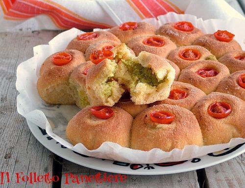 Panini al mais ripieni di fave e pecorino (con lievito madre)