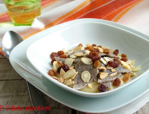 Maltagliati di grano saraceno con crema di fave, mandorle e uvetta