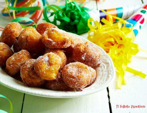 Friciolin o farciò frittelle di Carnevale tipiche del Piemonte