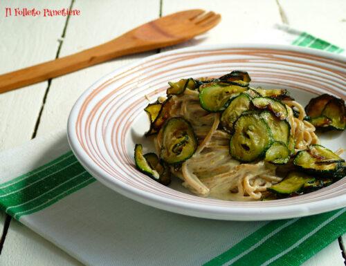 Spaghetti integrali con crema di pistacchio e zucchine