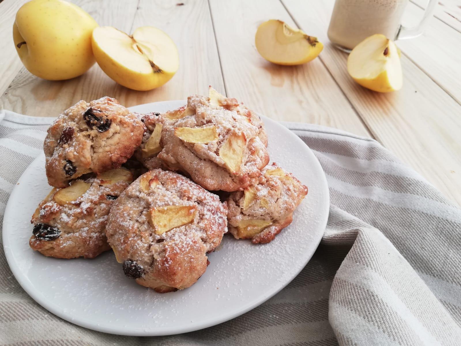 biscotti con mele, uvetta e cannella orizzont