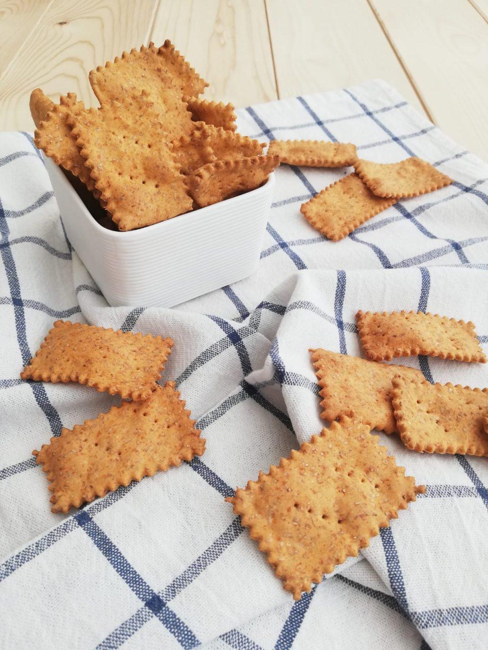 crackers fatti in casa alla paprika vert1