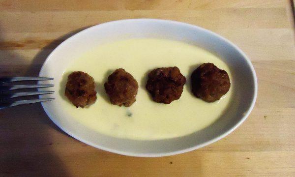 Polpettine di manzo su salsa al gorgonzola