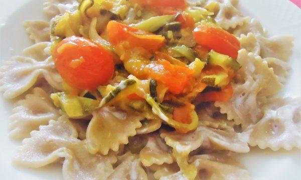 Pasta integrale zucchine e pomodori