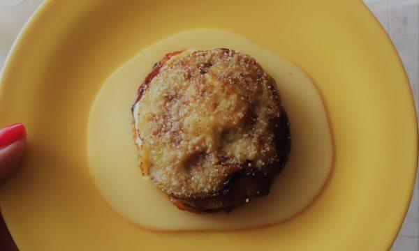 Parmigiana bianca di melanzane, formaggio e uova