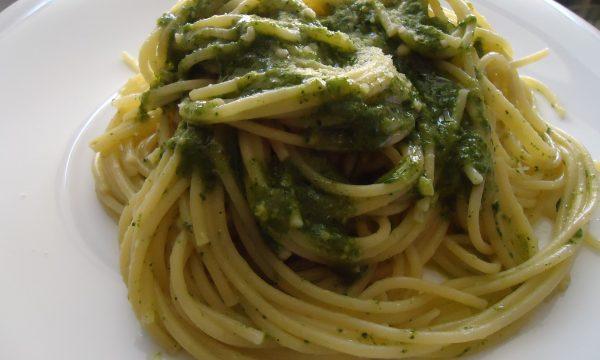 Spaghetti al pesto alla genovese fatto in casa