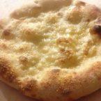 Pizza bianca al formaggio