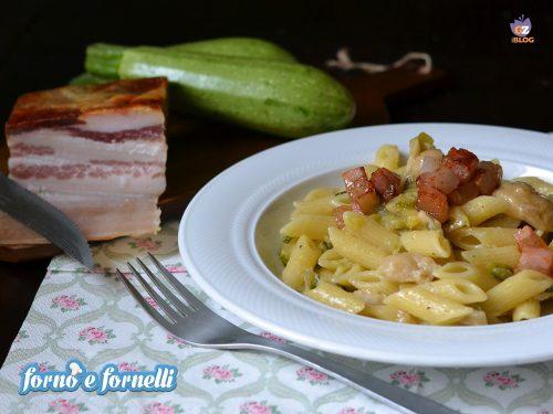 Pasta con zucchine funghi e pancetta