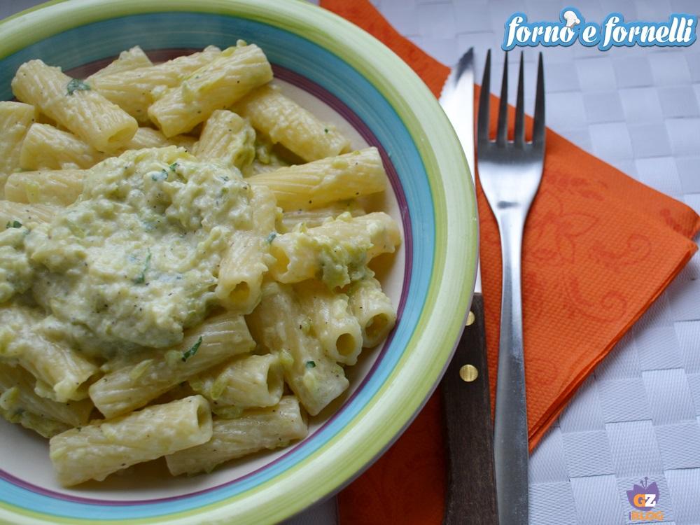 Pasta zucchine philadelphia, un primo piatto leggero e gustoso
