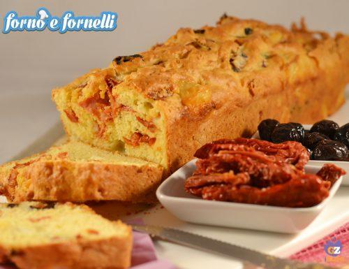 Plumcake salato con olive, pomodori secchi e provola