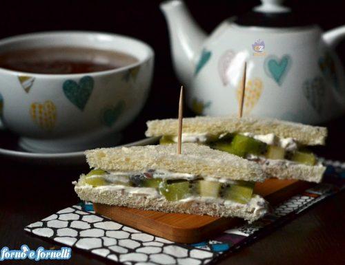 Sandwich crema di yogurt e kiwi