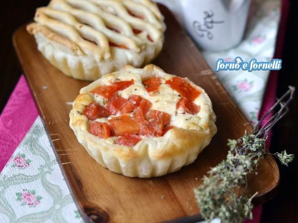 Crostatine ricotta e pomodoro