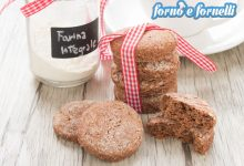 Biscotti allo yogurt al cacao con farina integrale