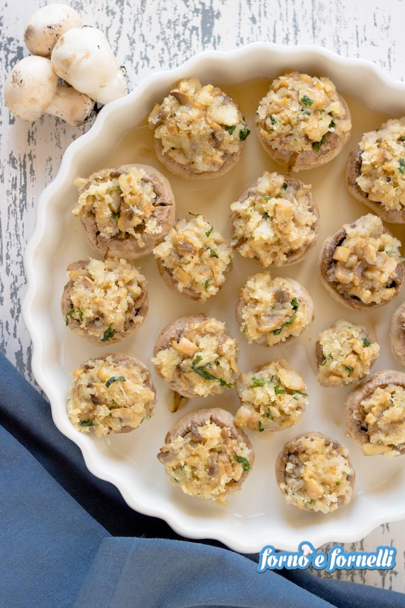 Funghi gratinati al forno senza carne, facili, leggeri e gustosi