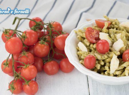 Pasta con pesto di rucola e pomodorini