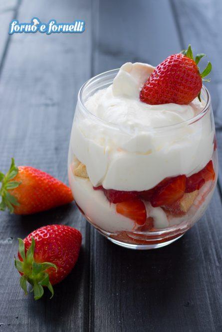 Tiramisù alle fragole, video ricetta di un dolce fresco e buonissimo