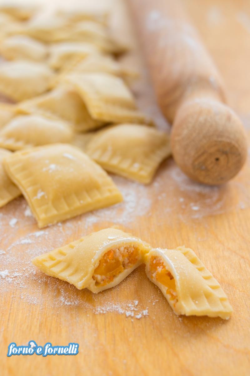 Ricetta Ravioli Alla Zucca.Tortelli Di Zucca Fatti In Casa Tanti Trucchi E Consigli Per La Conservazione