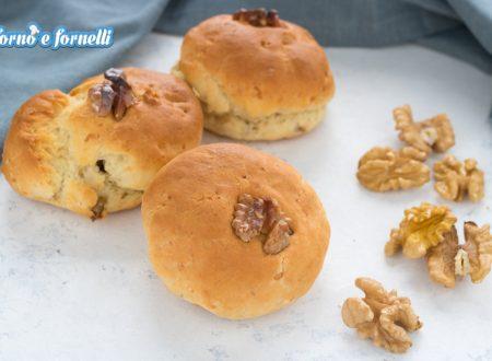 Panini alle noci e formaggio senza lievitazione