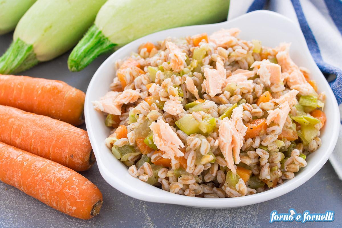 insalata di farro salmone e zucchine