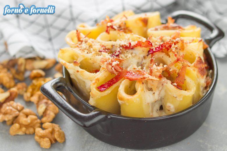 Pasta gorgonzola e noci al forno