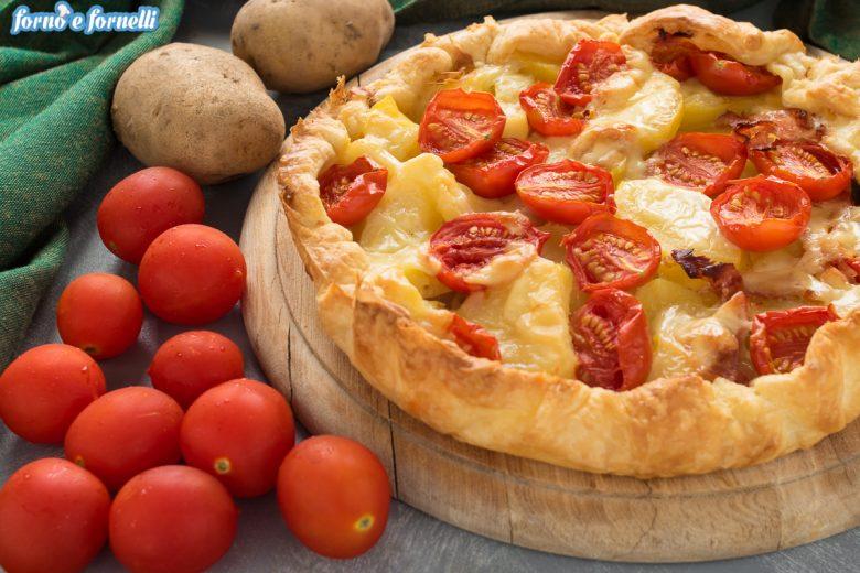 Torta salata con patate e pomodorini