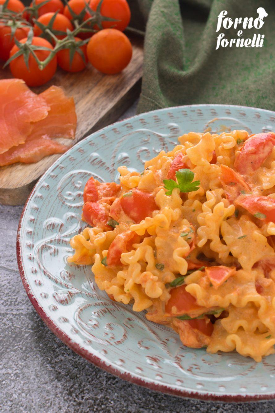 pasta con salmone affumicato e pomodorini