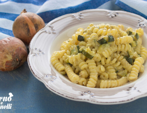 Pasta zucchine e stracchino