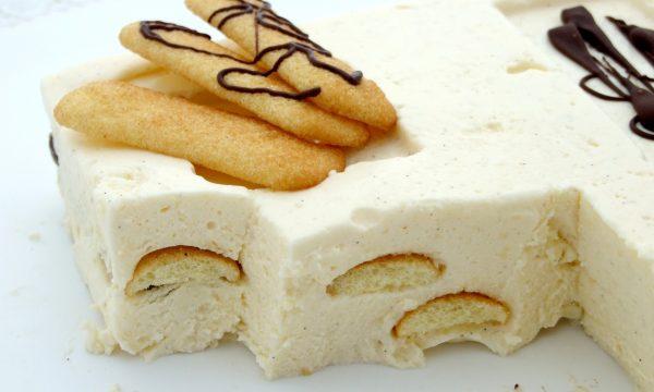 Bavarese alla vaniglia con pavesini e cioccolato