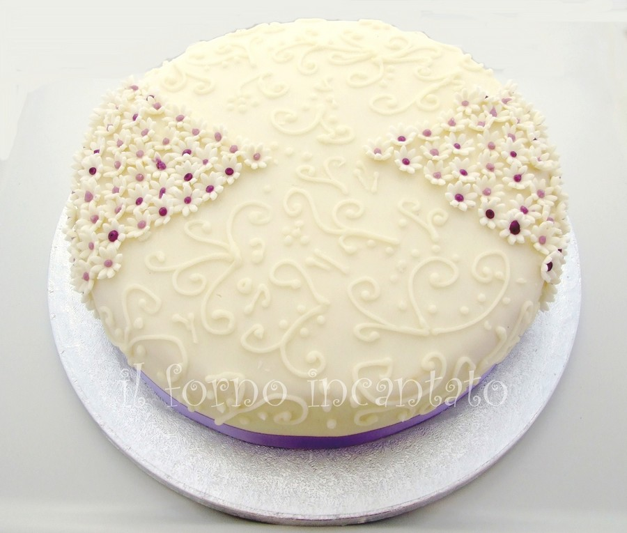torta decorata margherite