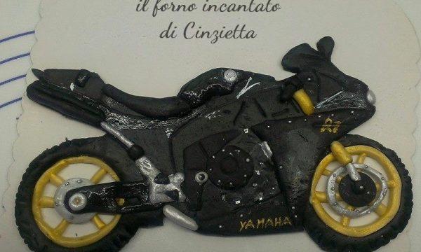 Torta moto yamaha