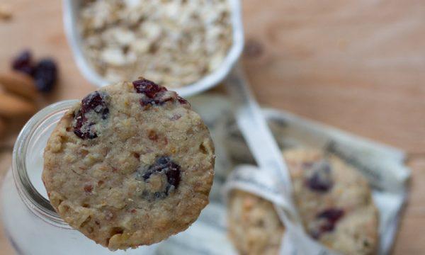 Cookies mandorle, avena e cranberries di Y.Ottolenghi