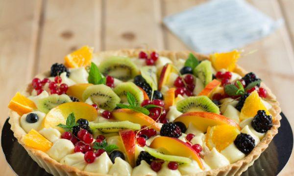 Crostata alla crema pasticcera e frutta fresca estiva