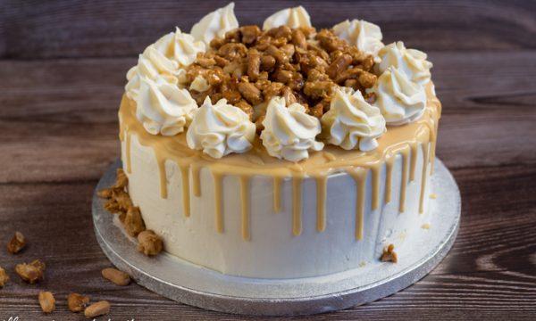 Drip cake al caramello e arachidi pralinate