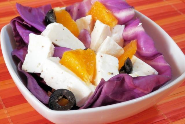 Cavolo viola in insalata con giuncata pugliese