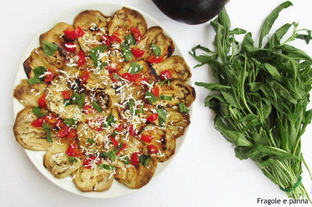 Melanzane con rughetta, pomodoro e ricotta salata