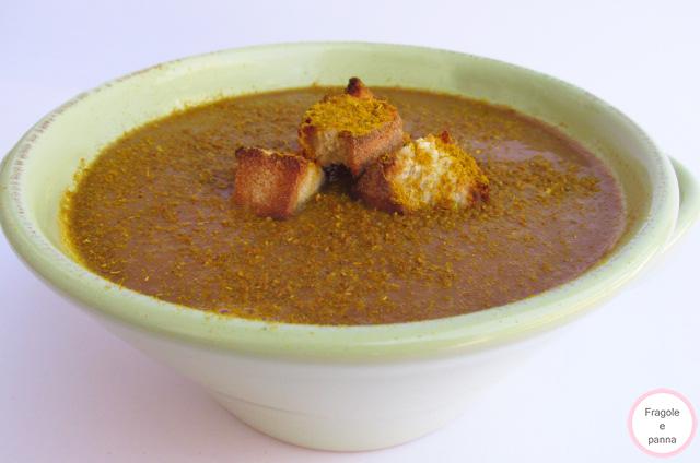 Vellutata di lenticchie rosse con curry e crostini