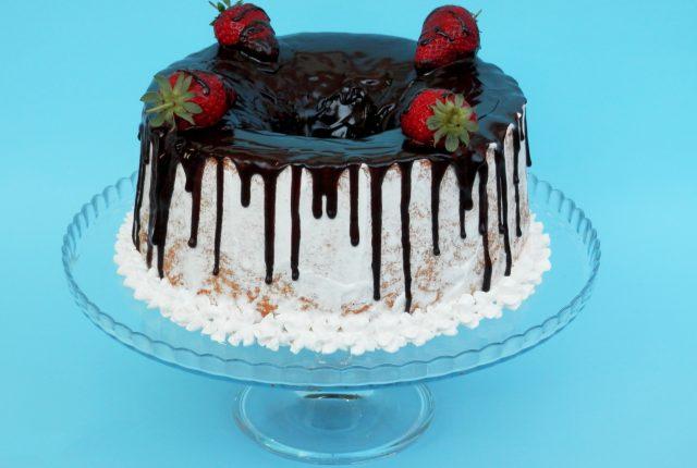 Chiffon cake ricoperta di ganache al cioccolato