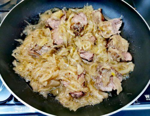 Filetto di maialino nero dei Nebrodi con cipolle dorate
