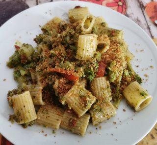mezza maniche con broccoletti e muddricata fritta alla siciliana