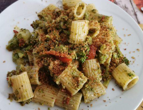 Mezze maniche con broccoletti e muddricata fritta
