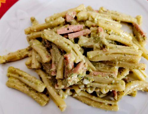 Casarecce con pesto di pistacchi e mortadella