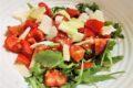 Insalata di pomodori, rucola e grana