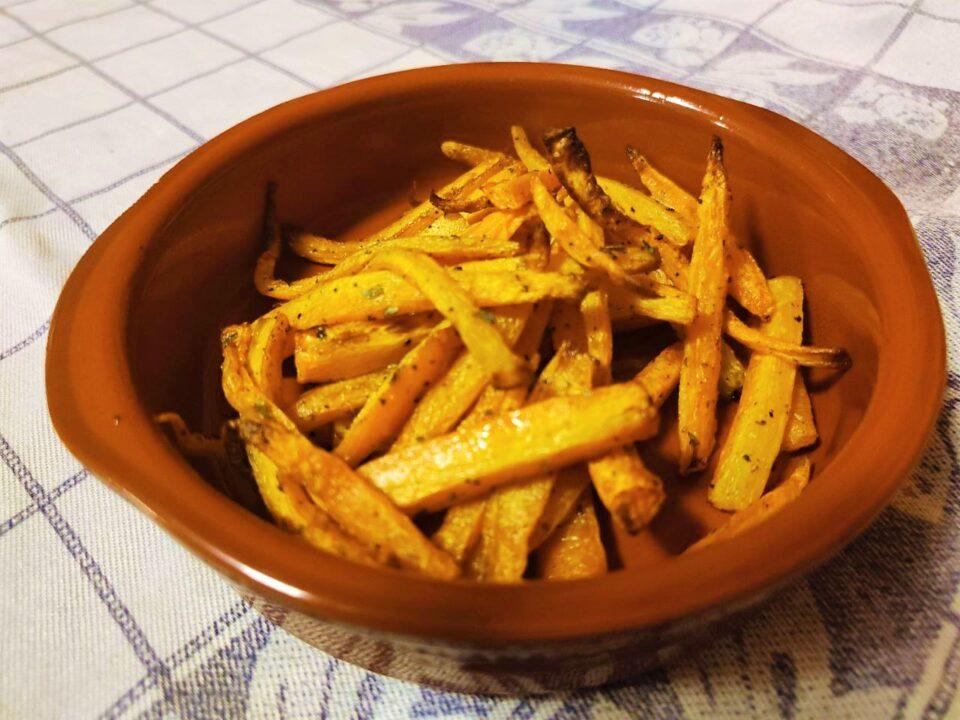 Stick di carote fritte con la friggitrice ad aria