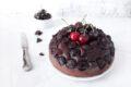 Torta al cioccolato e ciliegie senza lattosio