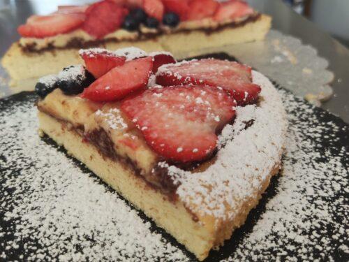 Crostata morbida con nutella, crema pasticcera e frutta fresca