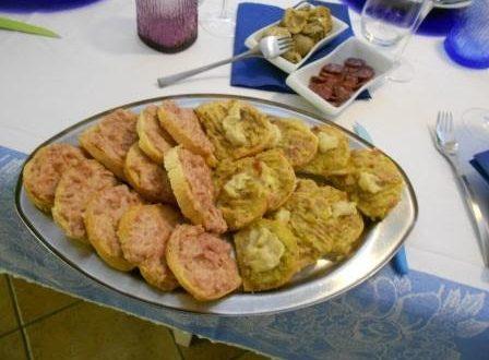 Crostini  caldi  o torta salata con porro