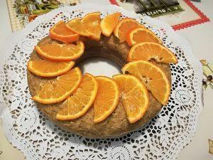 Ciambellone all'arancia senza latte e derivati, senza uova e con poco zucchero.