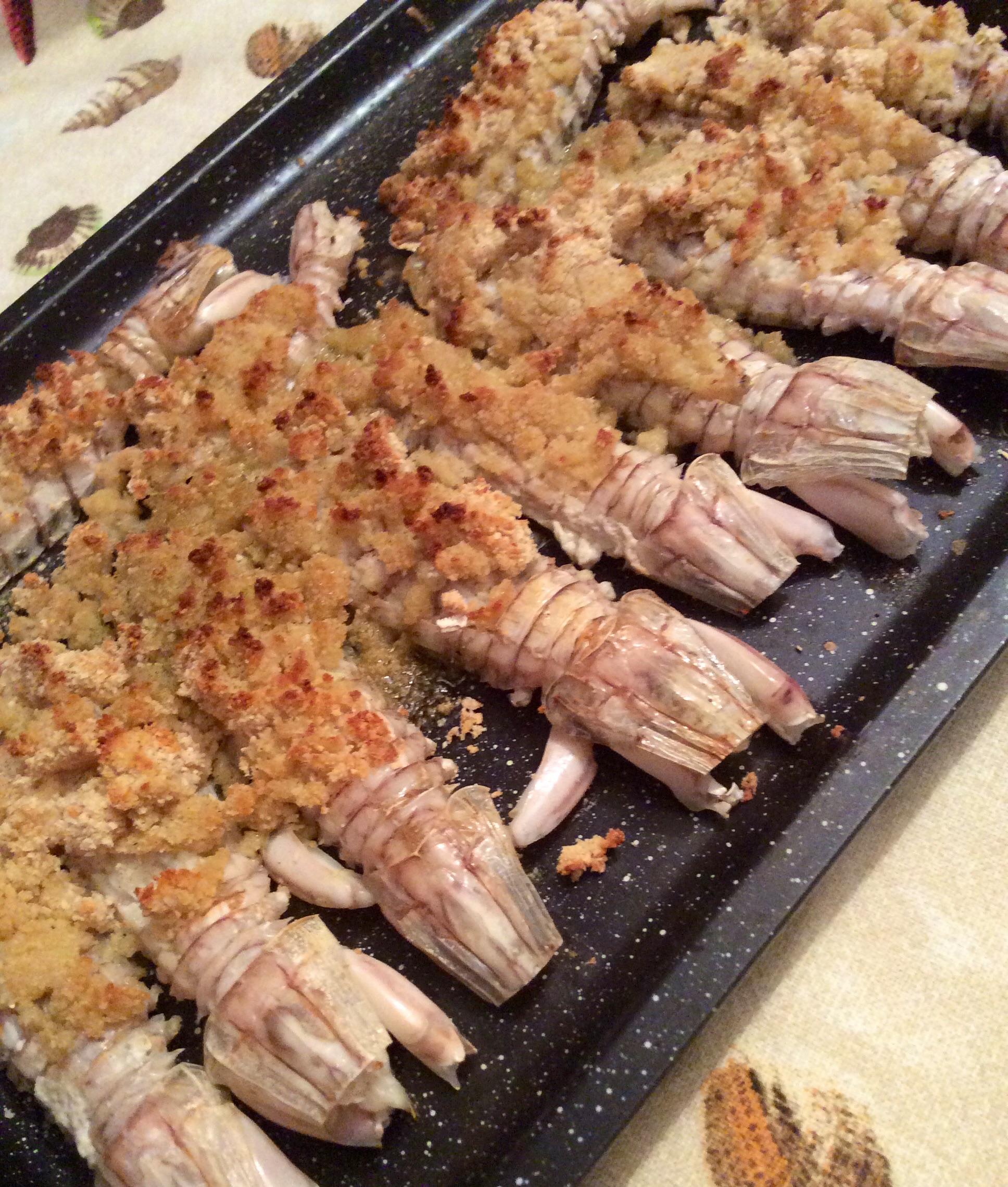 le canocchie chiamate anche cicale di mare o pannocchie sono crostacei squisiti che cucino sempre con piacere in moltissimi modi