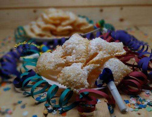 Chiacchiere dolce tipico di carnevale